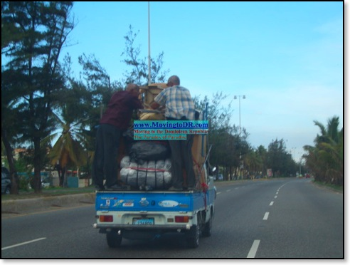 Dominican Republic picture-How to load a pickup truck Dominican Style